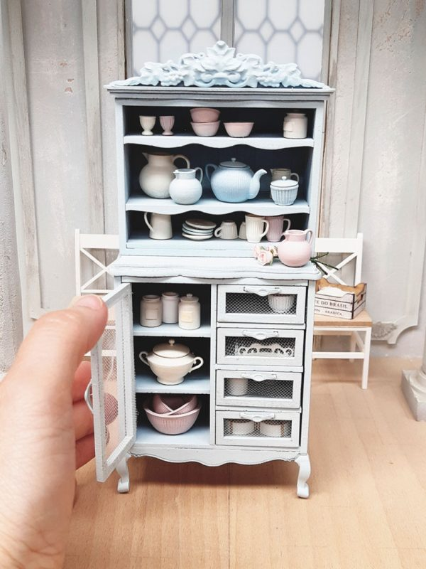 XL cupboard miniature kit with kitchenware
