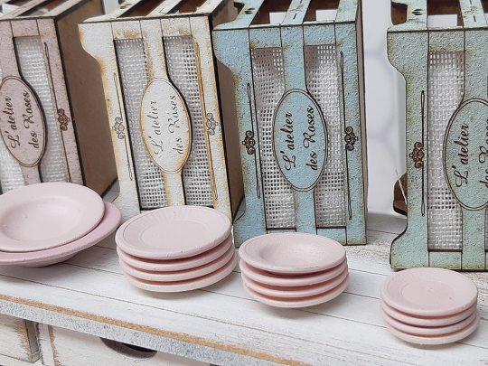 L'atelier des Roses tableware fourteen pieces