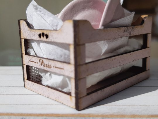 L'atelier des Roses tableware in wooden box